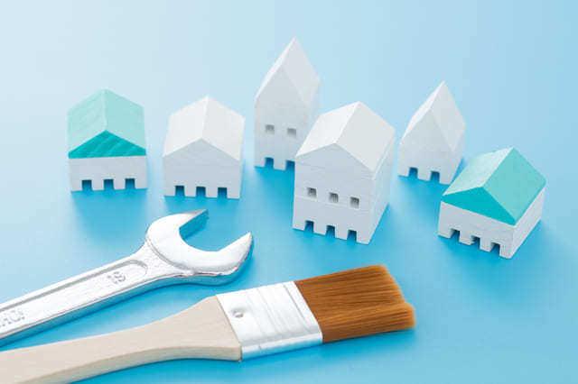 ペンキで家が塗られてる画像