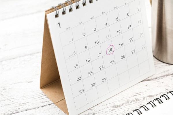 赤マルがついたカレンダーの写真