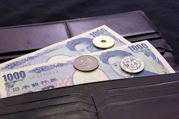 財布とお金の写真
